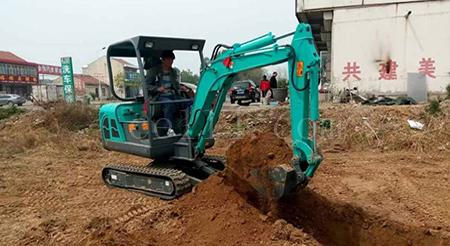 龍巖挖掘機施工