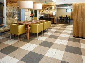 餐厅塑胶地板