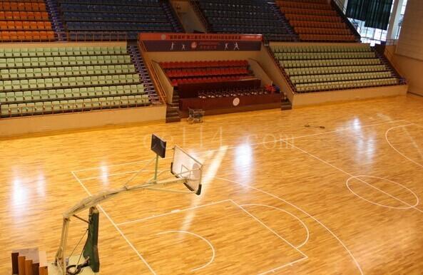 籃球場地膠
