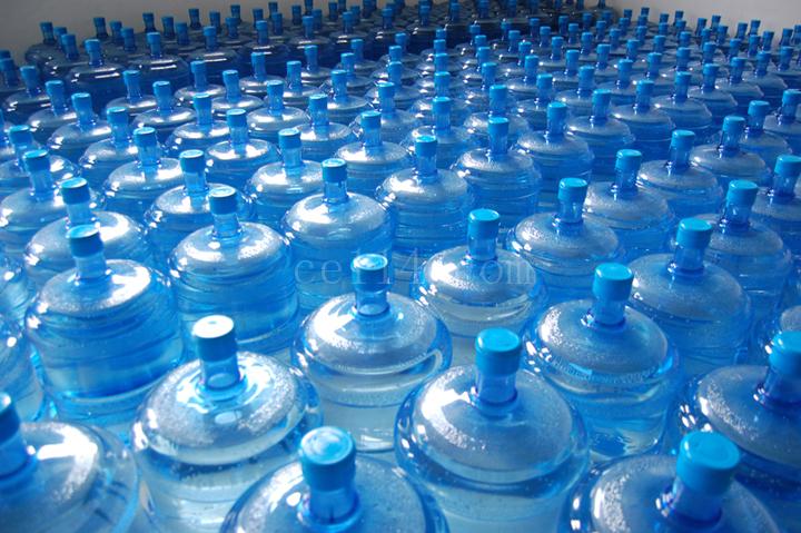 买的桶装水和烧的自来水,到底喝哪一种更健康?